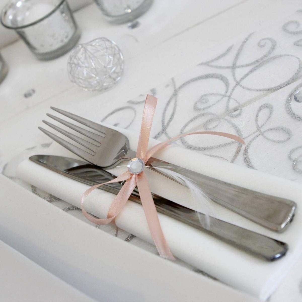 ... strass et voilà un rond de serviette pour votre table de mariage sur