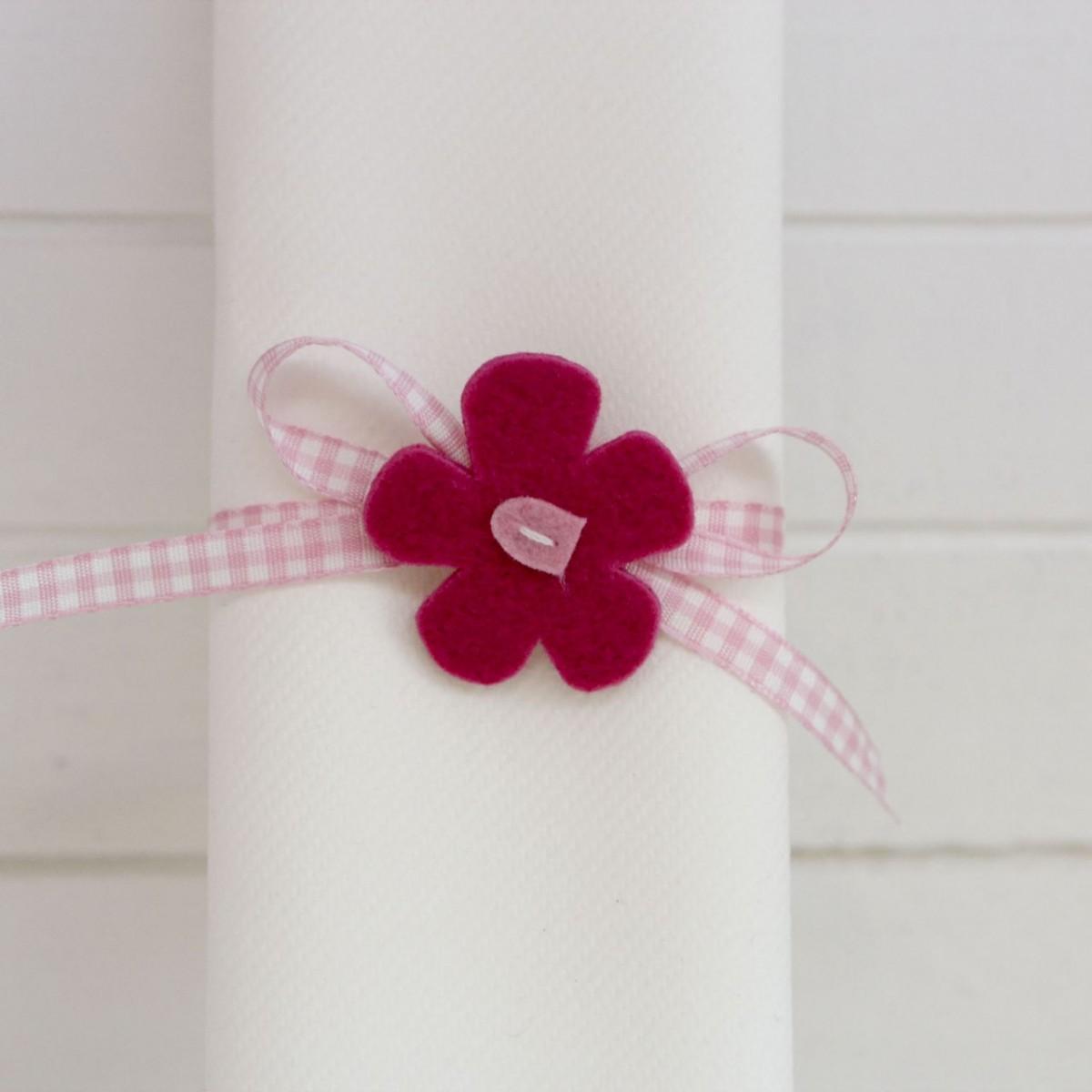 rond de serviette fleur fuchsia les p tites f es. Black Bedroom Furniture Sets. Home Design Ideas
