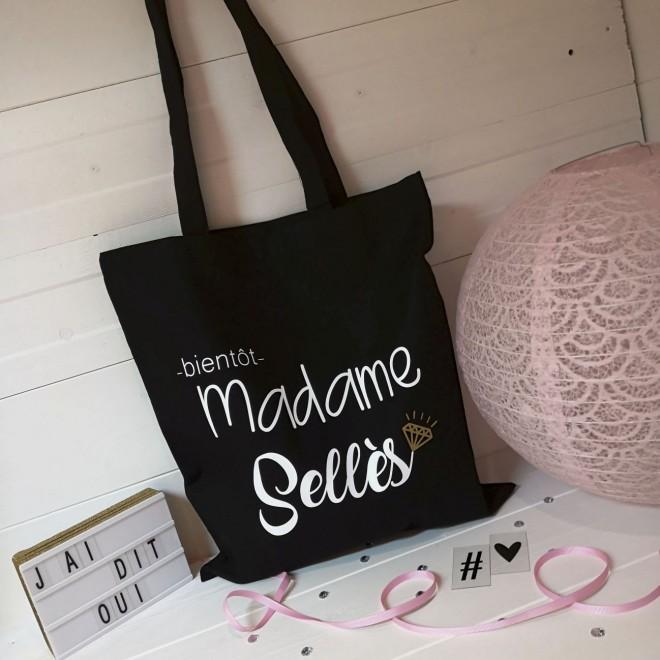 "Tote Bag ""Bientôt madame..."""