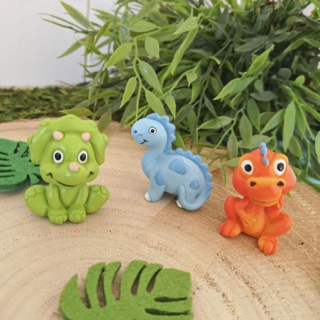 3 dinosaures (orange, bleu, vert))