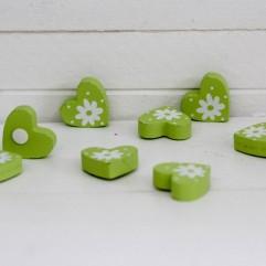 8 coeurs en bois vert