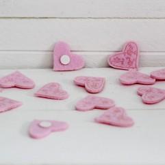 12 coeurs en feutrine rose