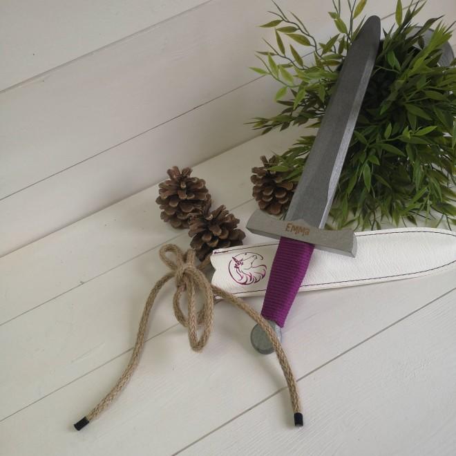 Epée Violette personnalisable Grandes Médiévales (35cm)