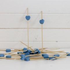 24 piques cœurs bois turquoise